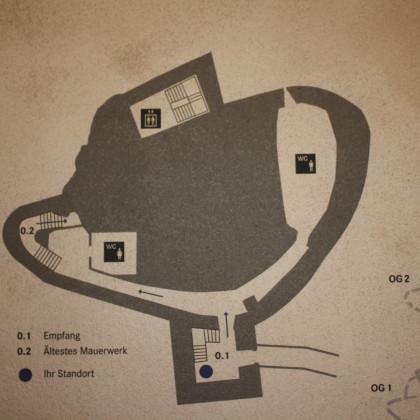 Das Untergeschoß mit Sanitärräumen und ersten Informationen des MuseumsBurg, um den Felskern gebaut (Foto: Hans Eibauer)