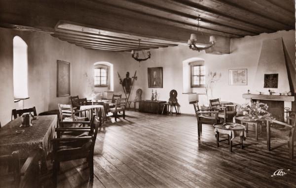 Der Rittersaal, als FWS die Burg bewohnte, rechts der Kamin (Reprofoto aus Doku Dr. Helm)