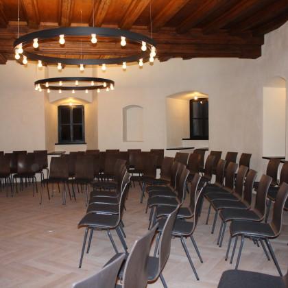 Kapitelsaal mit Reihenbestuhlung, andere Bestuhlungsvarianten sind möglich (Foto: Hans Eibauer)