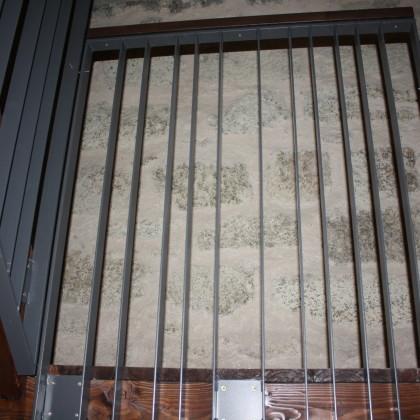Die Treppe des Burgturms hat ein schönes Eisengeländer (Foto: Hans Eibauer)