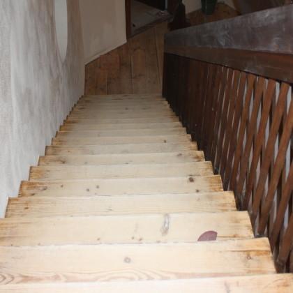 Alle alten Holztreppen zwischen den Geschossebenen sind erhalten geblieben (Foto: Hans Eibauer)