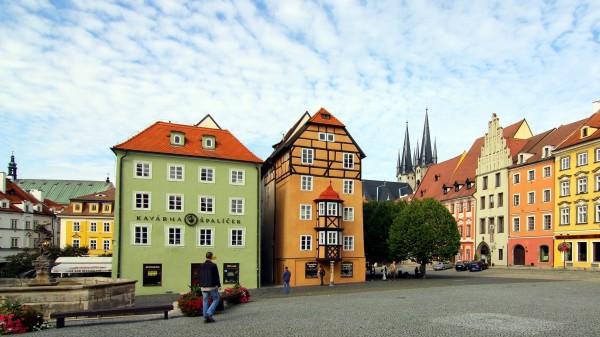 historische Häuser am Marktplatz in Cheb (Eger)