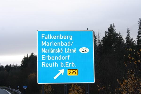 Schild an der Ausfahrt Falkenberg der A93 (Foto: Eibauer)