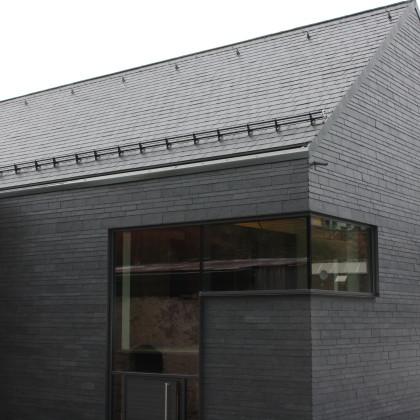 Südseite und Ostgiebel VTZB mit Eckfenster und Eingangstüre (Foto: Hans Eibauer)