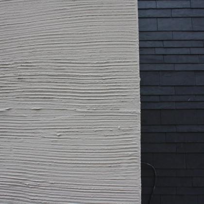 Detail Übergang von der Schieferplaten- zur Putzfassade (Foto: Hans Eibauer)