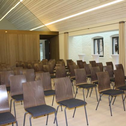 Brauhaussaal mit Reihenbestuhlung (Foto: Hans Eibauer)