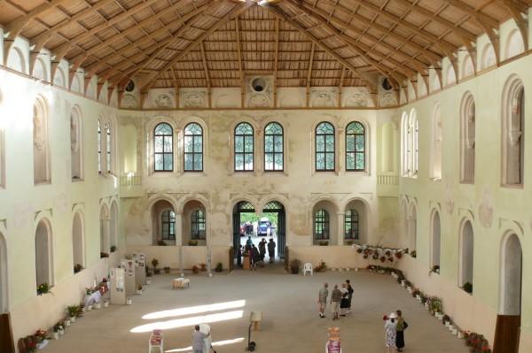 Der Innenraum der historischen Reithalle