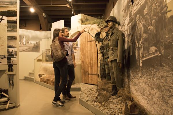 Besucher im Militärmuseum Grafenwöhr (Foto: Tourismuszentrum Oberpfälzer Wald - Lkr. NEW)