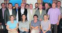 Die bei der Jahreshauptversammlung am 29.05.15 gewählte Vorstandschaft, stehend, 3. v. links 1. Vors. Herbert Bauer (Foto: Der Neue Tag)