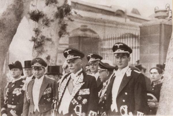 FWS (Bildmitte) vertritt das Deutsche Reich bei der Schahhochzeit in Teheran